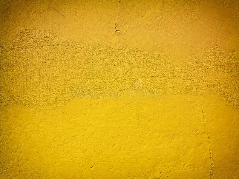 Gul målarfärgväggbakgrund eller textur arkivbilder