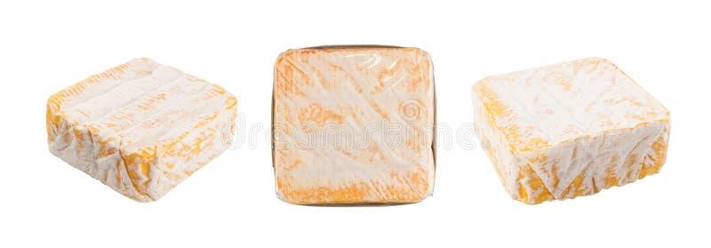 Gul mjuk fransk ost f?r fyrkant med en vit form royaltyfria bilder