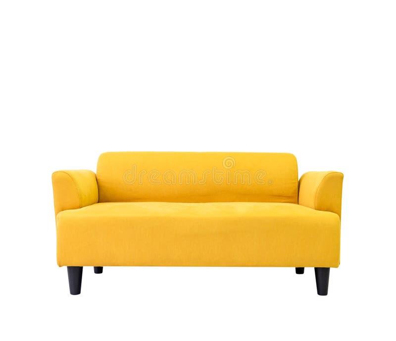 Gul modern bekväm soffa i vardagsrumlägenhet med den vita väggen Möblemang dekorerar design isolerade hemma på vit Di arkivfoto