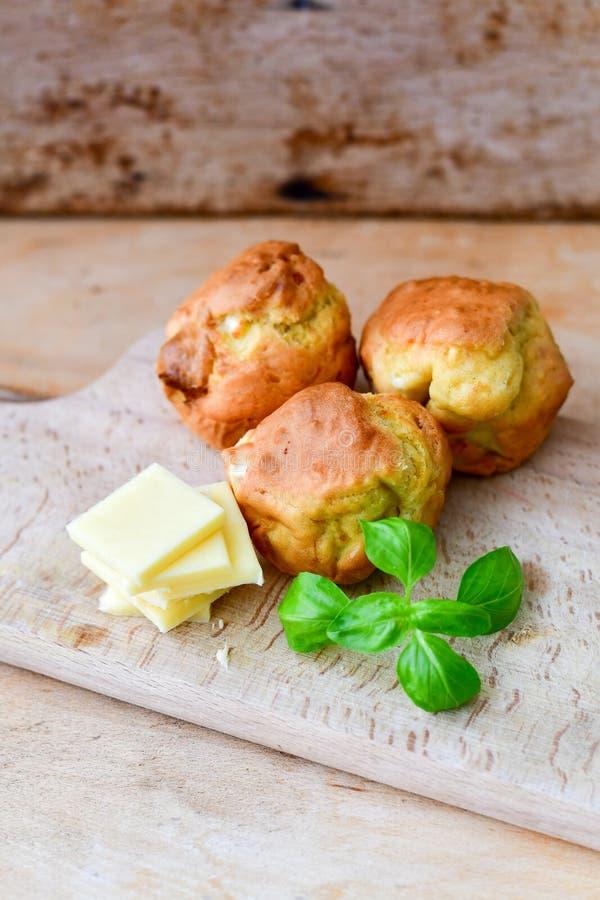 Gul ost och ostmuffin royaltyfria foton