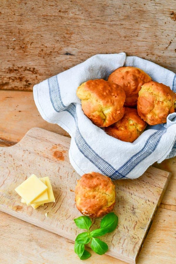 Gul ost och ostmuffin royaltyfri fotografi