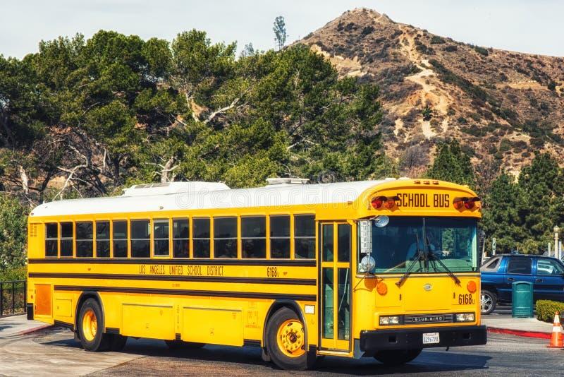 Gul skolbuss arkivbild