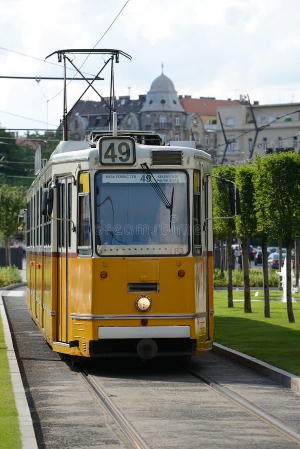 Gul spårvagn - Budapest arkivfoto