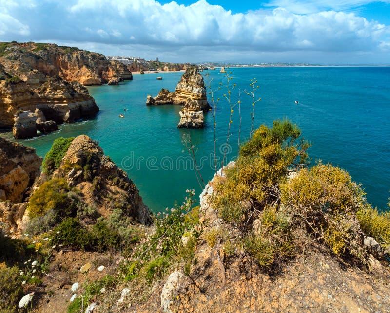 Download Gul Stenig Kust & X28; Lagos Algarve, Portugal& X29; Arkivfoto - Bild av stenigt, natur: 76703294