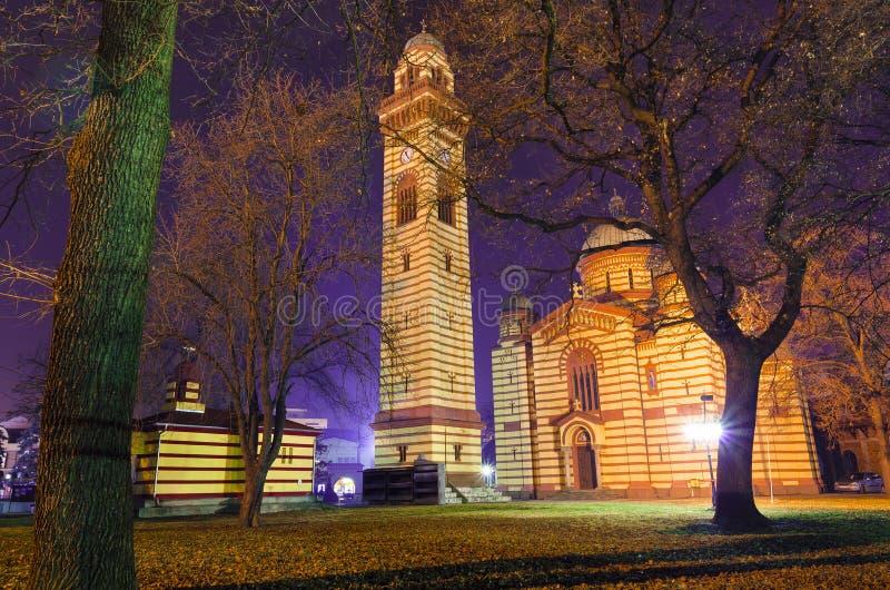 Gul traditionell serbisk ortodox kyrka royaltyfri foto