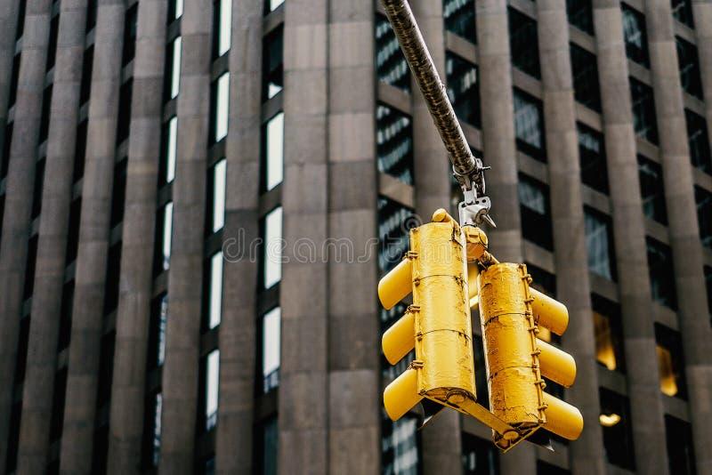 Gul trafikljus i New York, Manhattan royaltyfri foto