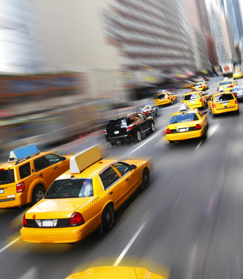 Gula cabs i New York arkivbild