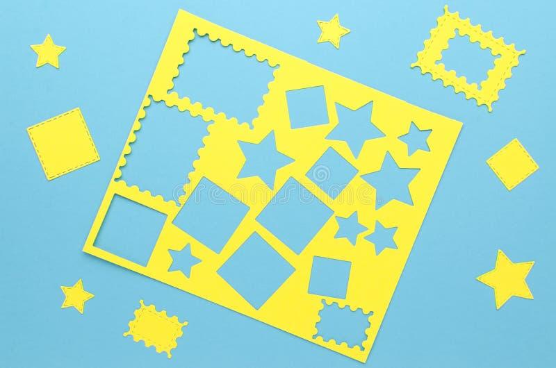 Gula enkla former som klipps från papper royaltyfria bilder