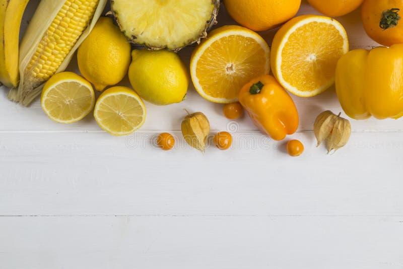 Gula grönsaker och frukt royaltyfria foton