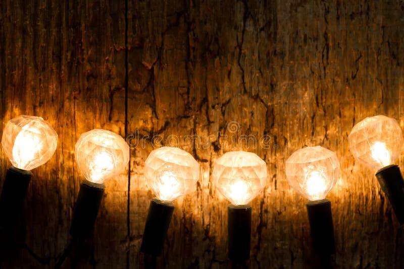 Gula julljus på träbakgrund arkivbild