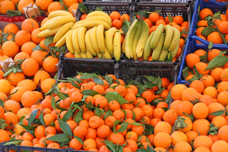 Gula och orange tangerin för banan royaltyfri bild