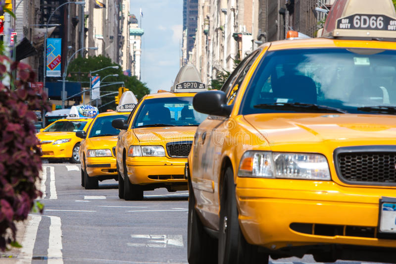 Gula taxi i New York City arkivfoto