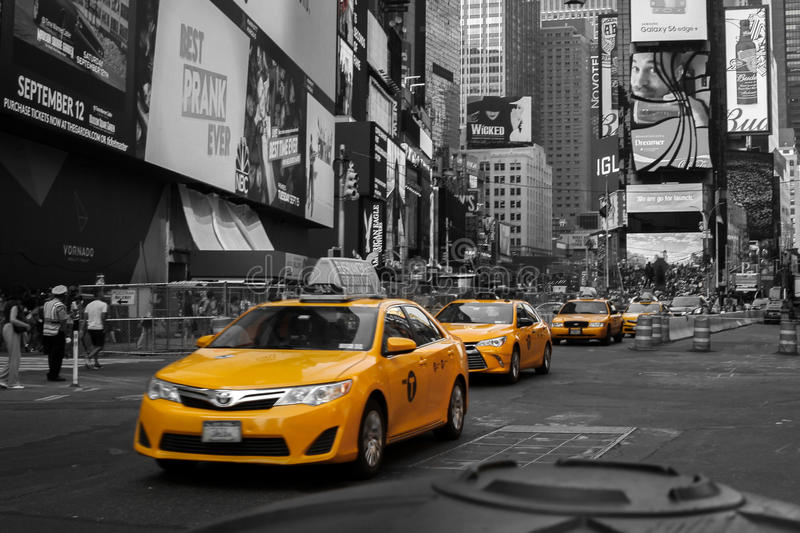 Gula taxiar i Times Square, New York arkivfoto