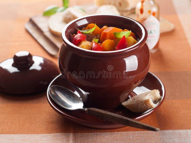 gulaschsoppa arkivbilder