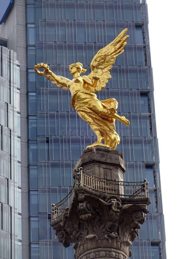 Guld- ängel av självständighet royaltyfria foton