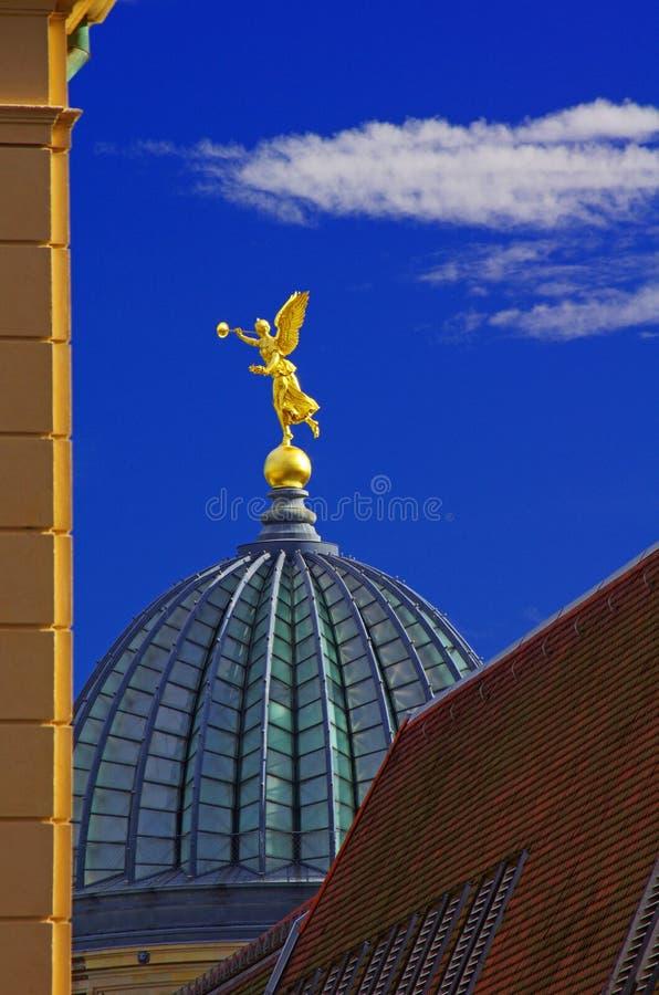 Guld- ängel i Dresden royaltyfria foton