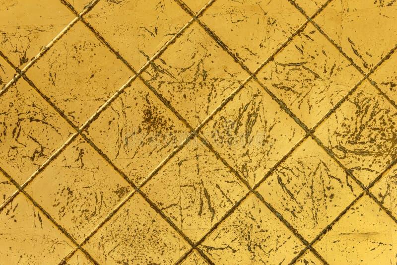 Guld- åldriga tegelplattor arkivbilder