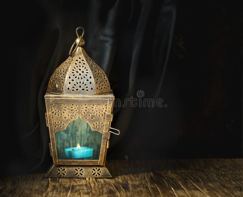 Guld- arabisk lykta royaltyfri foto