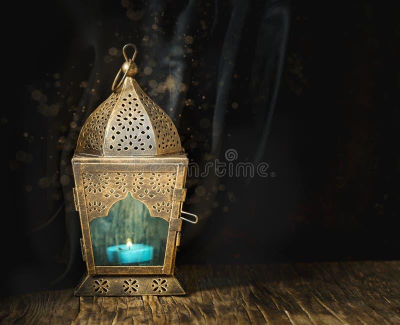 Guld- arabisk lykta royaltyfria foton