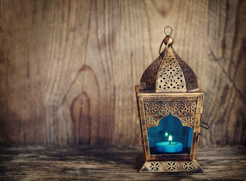 Guld- arabisk lykta royaltyfria bilder
