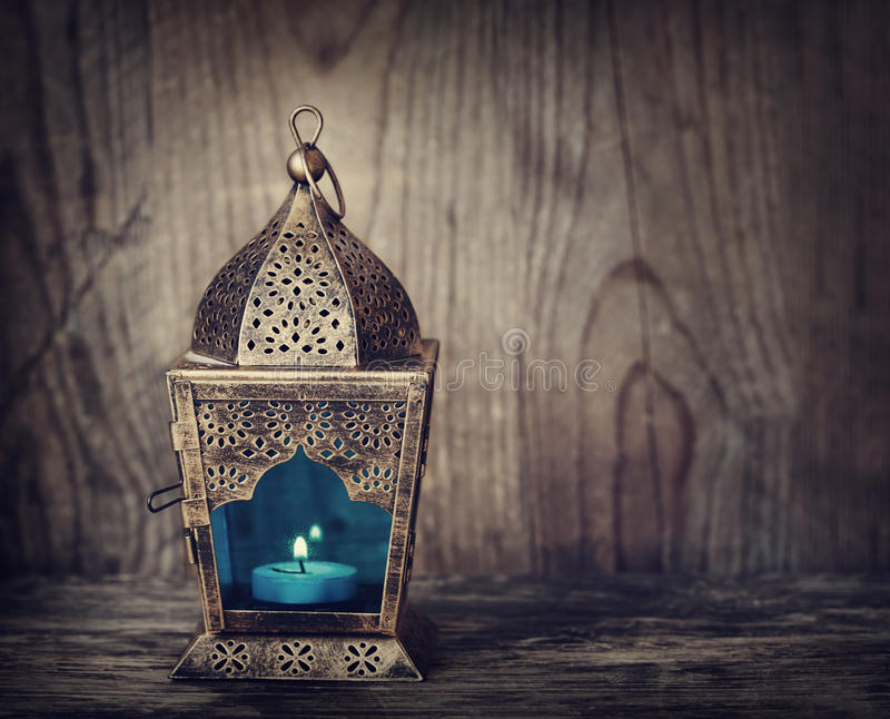 Guld- arabisk lykta arkivfoton