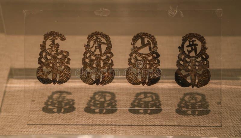 Guld- artiklar i sanxingduien, sichuan, porslin arkivbild