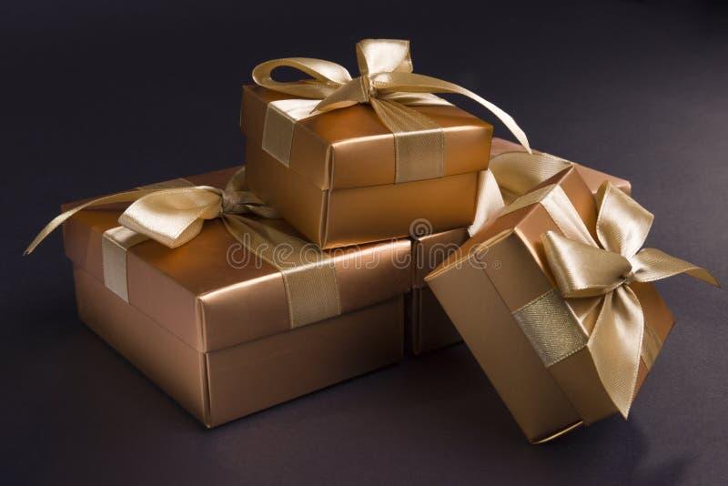 guld- ask royaltyfria bilder