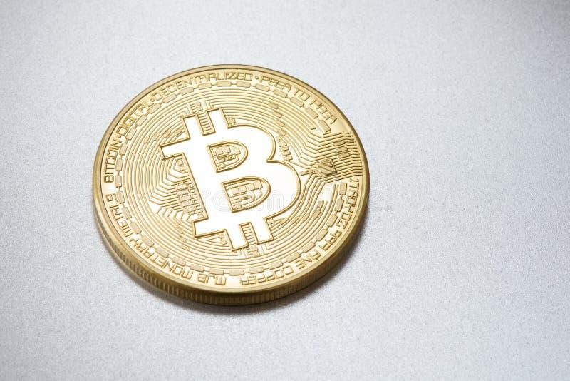 Guld- Bitcoin Läkarundersökningbitmynt royaltyfri foto