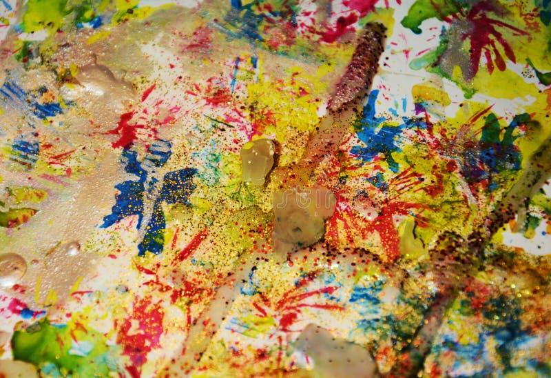 Guld- blåa mousserande vaxartade fläckar, kontrast formar bakgrund i pastellfärgade toner arkivbild