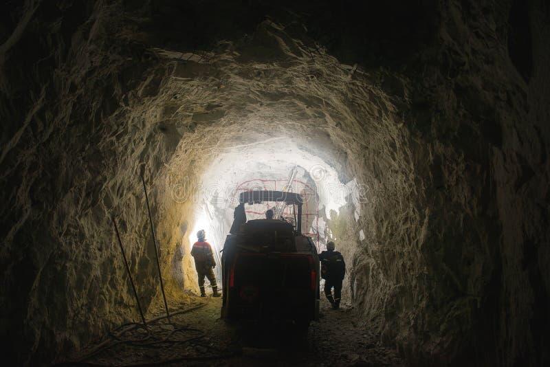 Guld- bryta tunnelbana royaltyfri bild
