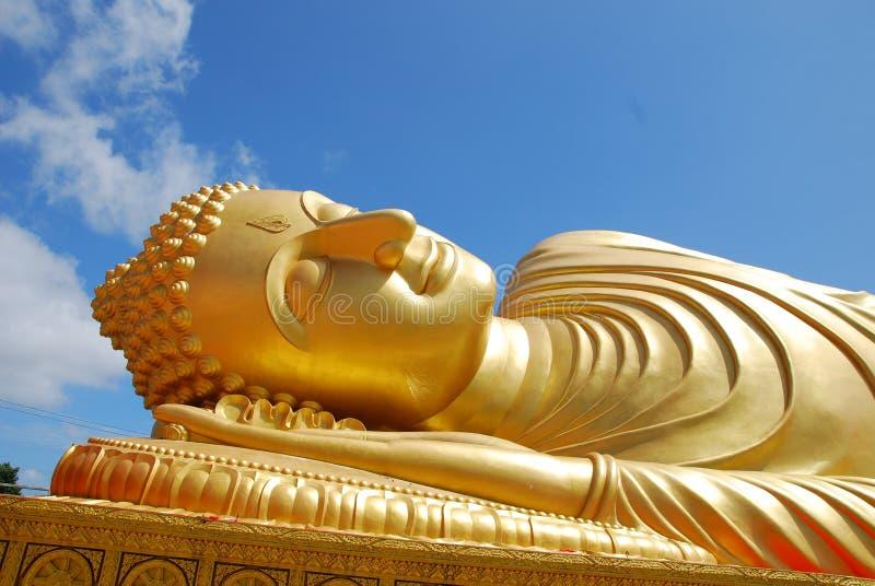 Guld- buddha i Hatyai arkivbild