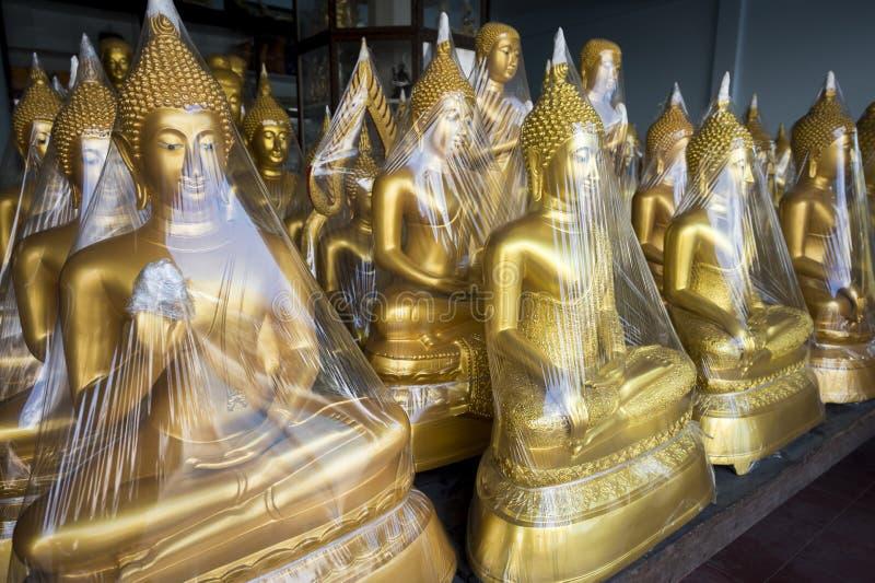 Guld- Buddha på skärm Bangkok Thailand fotografering för bildbyråer