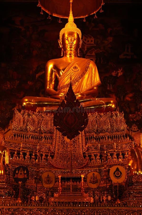 Guld- Buddha på templet av den guld- Buddha för vila, Bangkok, Thailand royaltyfria foton
