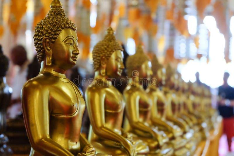 Guld- Buddhastaty arkivbild