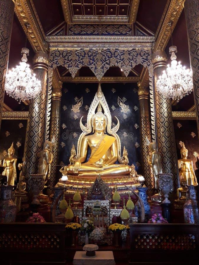 Guld- Buddhastaty i nordliga Thailand royaltyfri bild