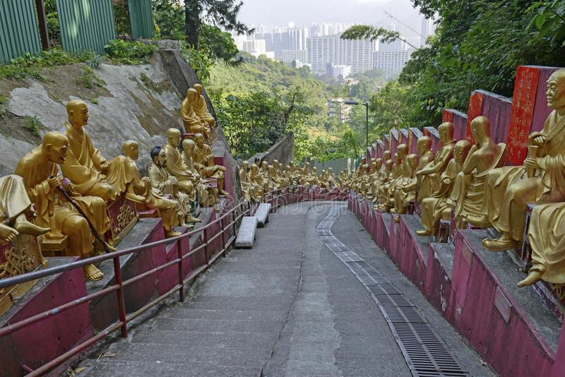 Guld- Buddhastatyer på tio tusen Buddhakloster, Hong Kong fotografering för bildbyråer