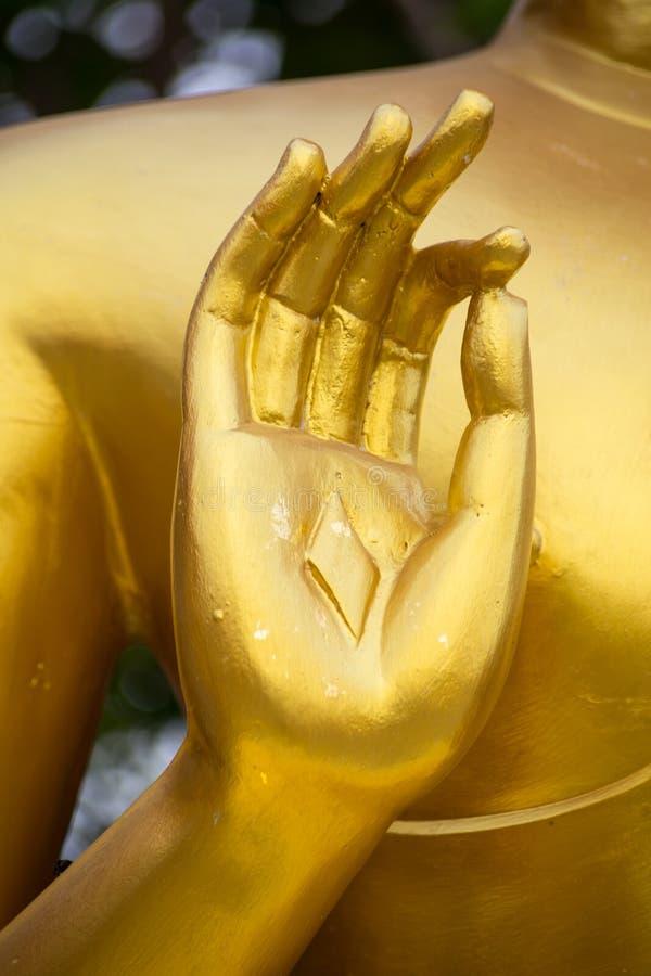 Guld- Buddhastatyhand arkivfoto