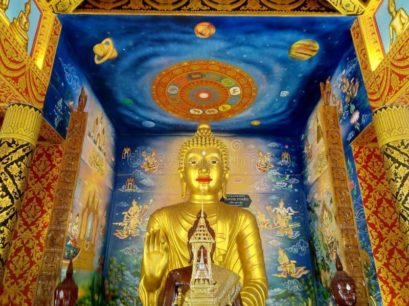 Guld- buddism på Nan i Thailand royaltyfria bilder