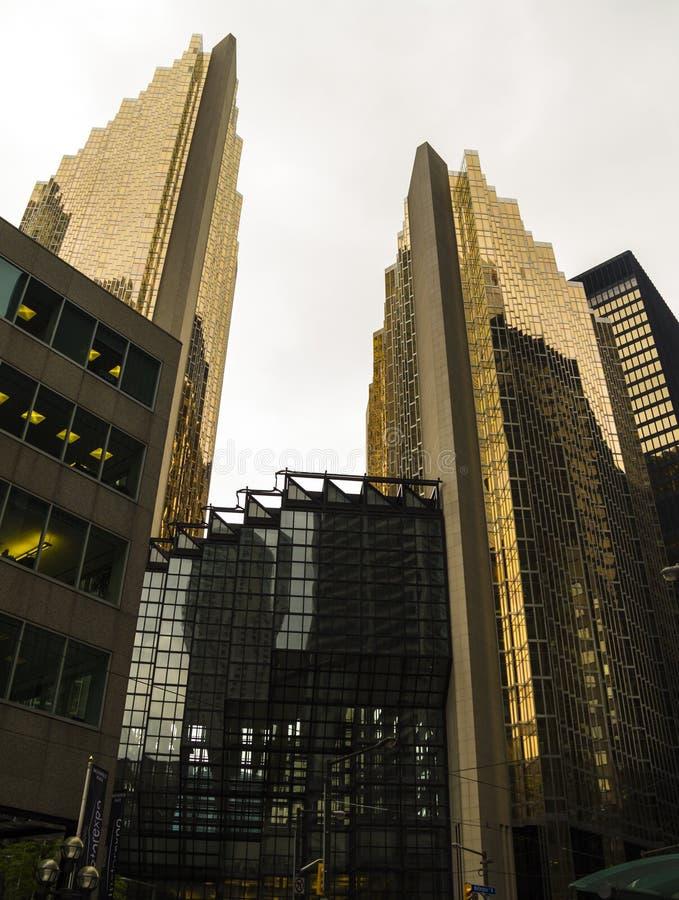 Guld- byggnader i Toronto royaltyfria bilder