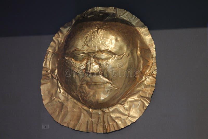Guld- död-maskering i Atenmuseum av Arheology royaltyfria bilder