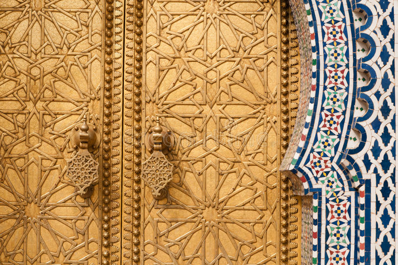 Guld- dörrdetalj royaltyfria foton