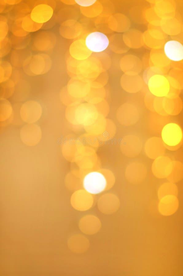 Guld- defocused bakgrund med festliga ljusa ljus arkivbild