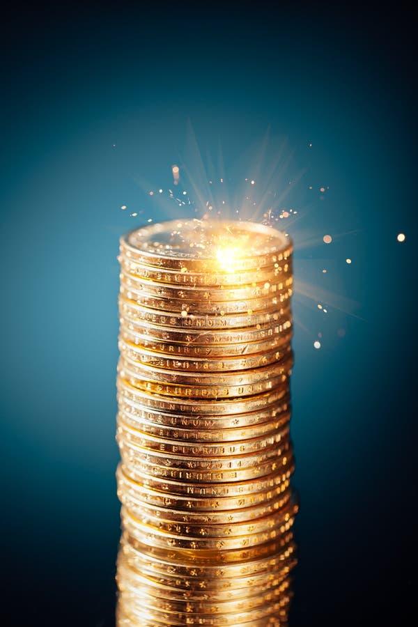 Guld- dollarmyntbunt royaltyfri bild