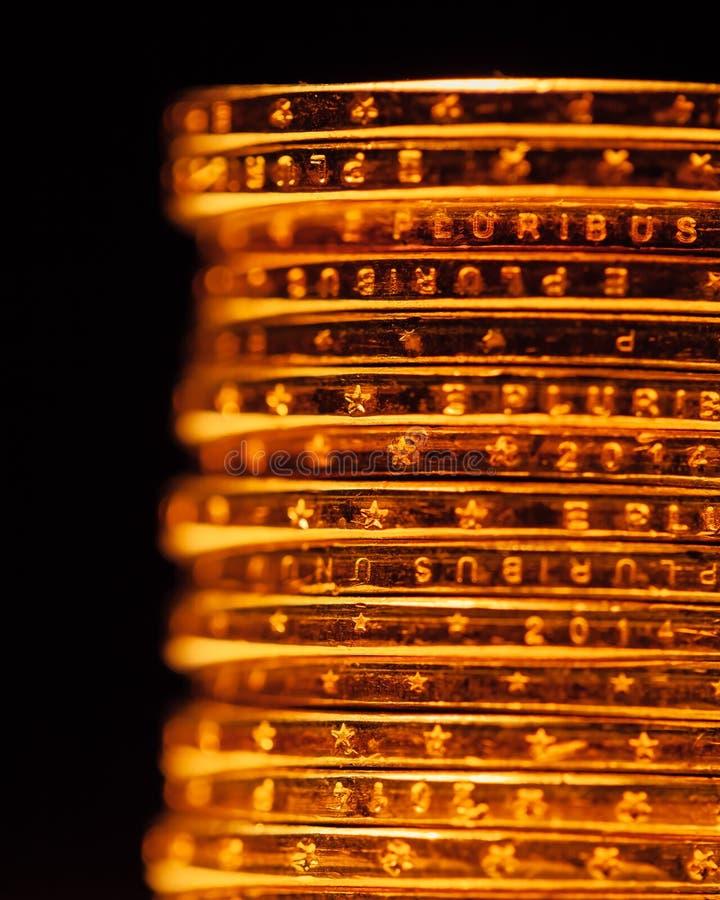 Guld- dollarmyntbunt royaltyfria bilder