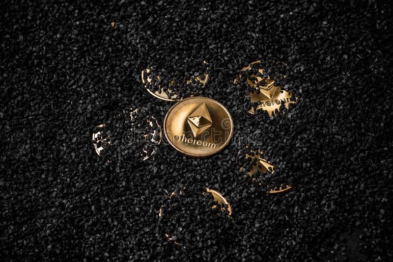 Guld- etheriummynt royaltyfri bild
