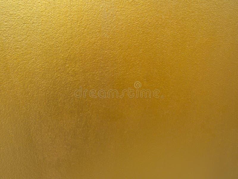 Guld- färgbakgrund Grov guld- texturdesign på väggen royaltyfri fotografi