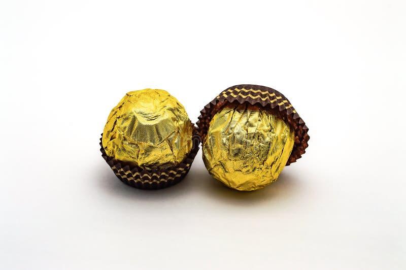 Guld för isolat för godisFerrero Rocher närbild söt arkivbild