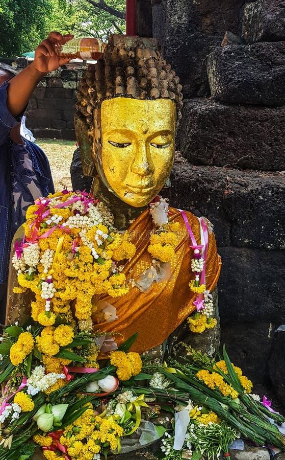 Guld- framsida buddha arkivfoton