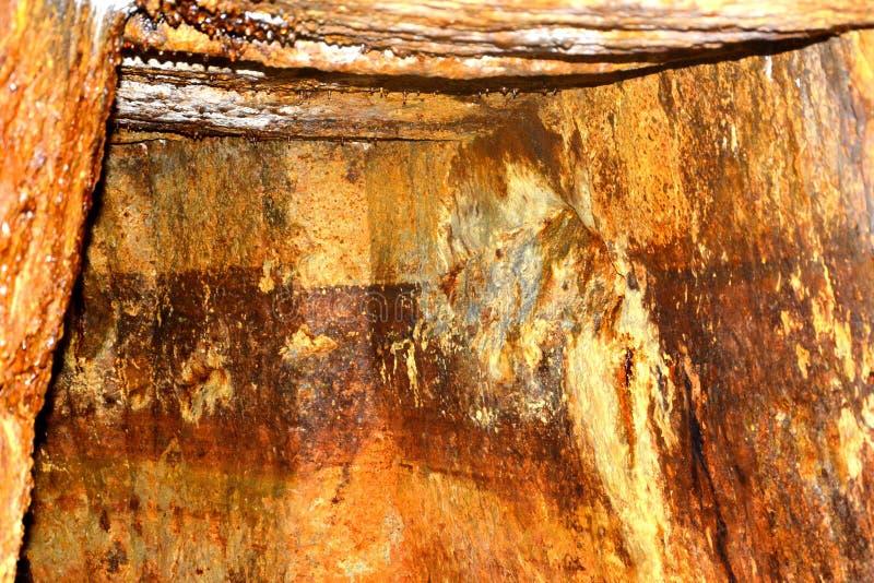 Guld - gammal roman tunnel i den guld- minen Rosia Montana, Transylvania fotografering för bildbyråer