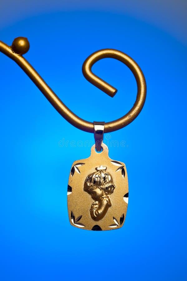 Guld- hänge royaltyfri foto